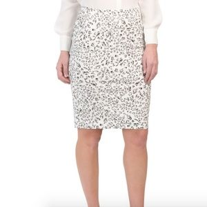 Sioni Knee Length Pull on Pencil Skirt Medium NWT